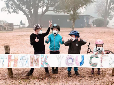 Mallacoota kids with thank you sign